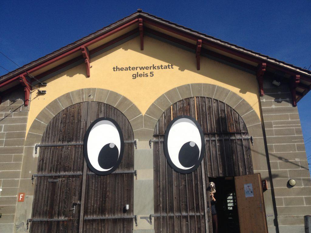 Die Fassade mit unserem Puppenspiel-Logo